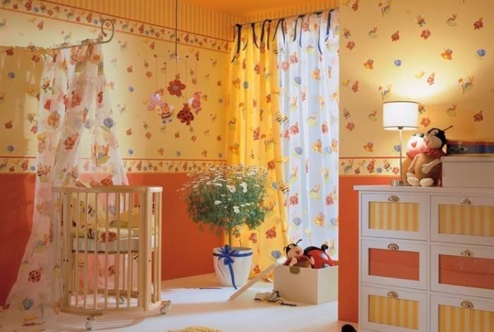 Желтый интерьер детской