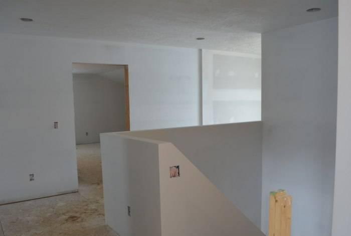Стены, подготовленные к поклейке обоев