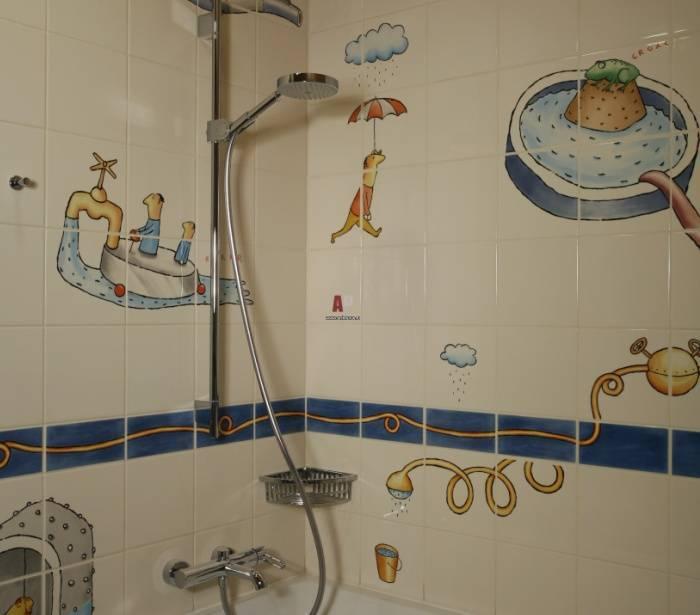 Изображения на стенах в ванной