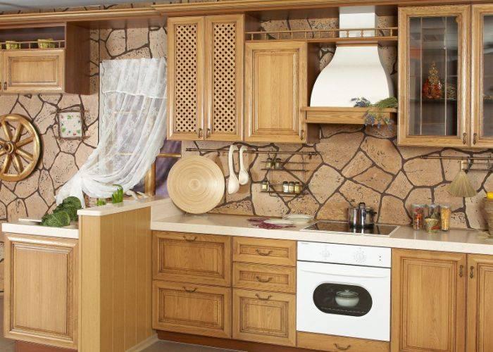 Кухня оклеенная виниловыми обоями в виде камня