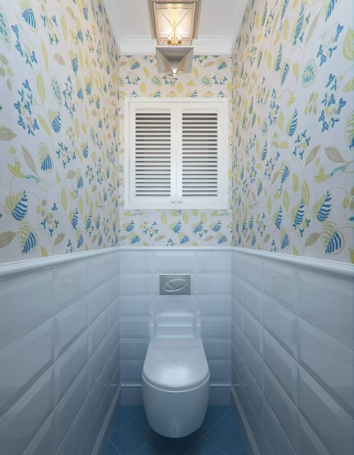 Комбинация обоев и панелей в туалет
