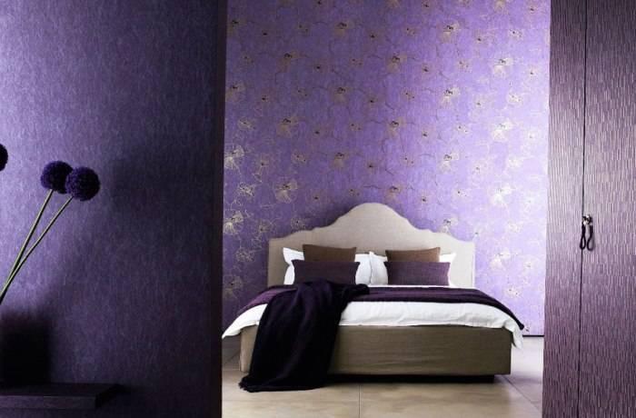 Полностью флизелиновые обои в спальне