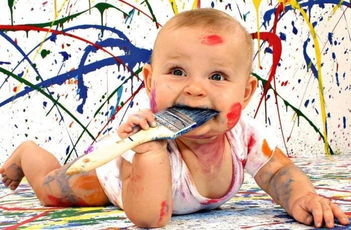 Ребенку нравится рисовать