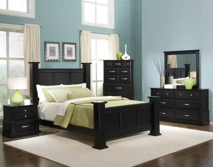 Голубые обои в спальне, мебель цвета венге