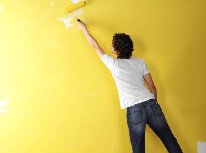 Перекраска стен из одного цвета в другой
