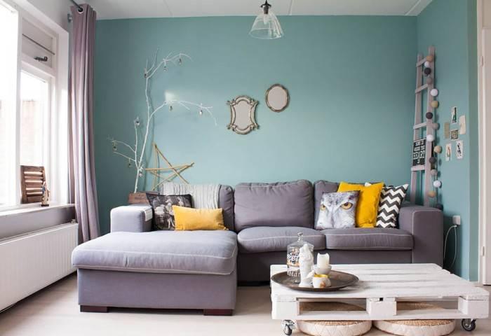 Применение обоев под покраску в гостиной