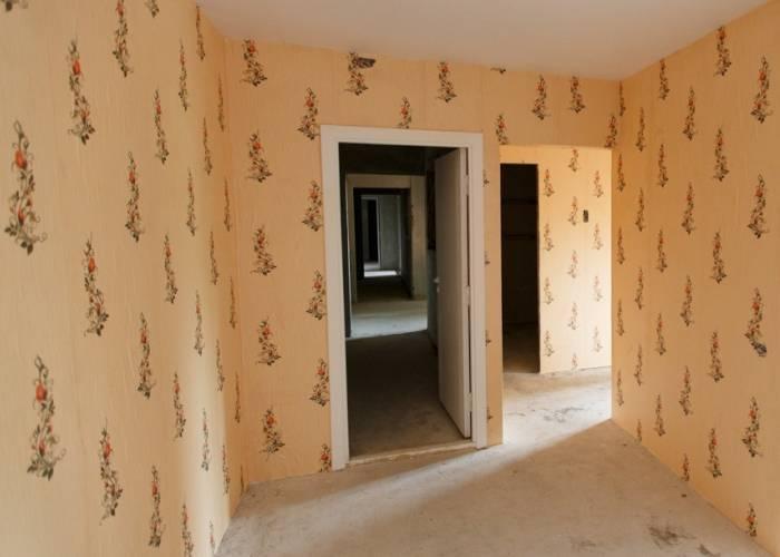 Обои на стенах полностью высохли, можно заселяться