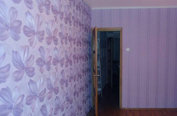 Виниловые обои в комнате, использование двух вариантов