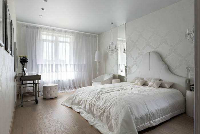 Узоры на обоях в спальне