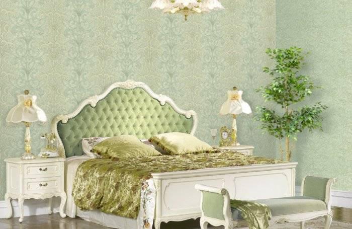 Зеленые пенообои в спальне