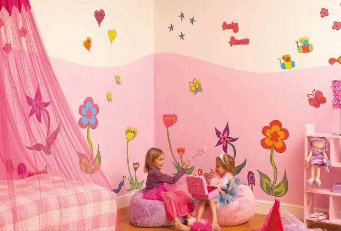 Розовая спальня двух девочек