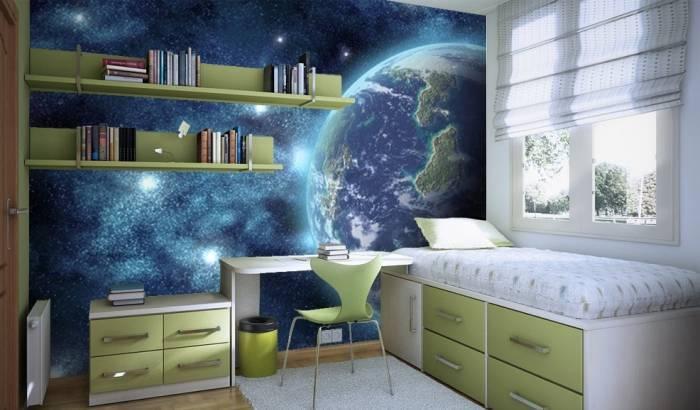 Комната с космическими обоями