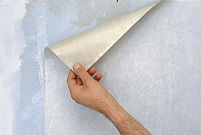 Удаление цельного обойного полотна со стены