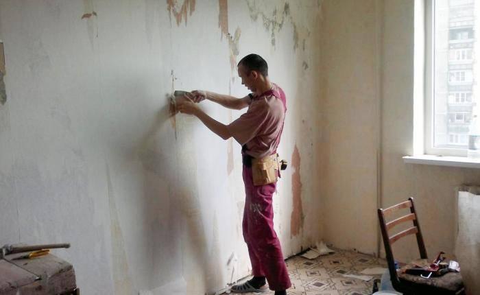 Работа по демонтажу старых обоев