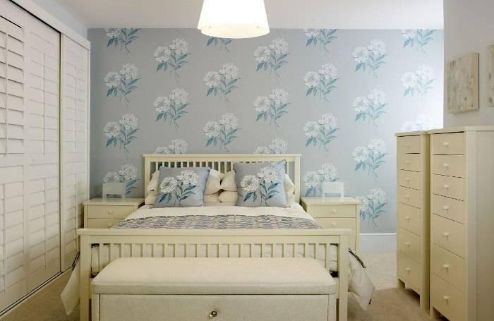 Небольшая спальня, удачное сочетание цветов