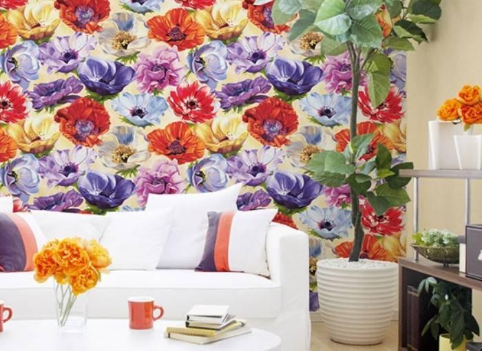Использование ярких обоев в интерьере комнаты