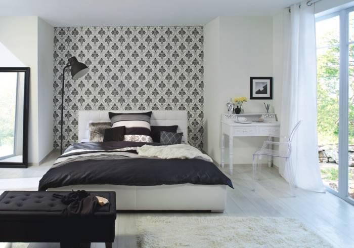Светлая большая спальня