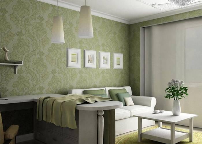 Зеленоватые обои в гостиной комнате