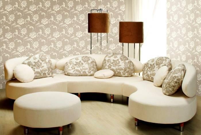 Интерьер гостиной выдержанный в пастельных тонах