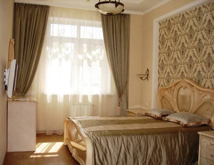 Применение текстильных обоев в спальне