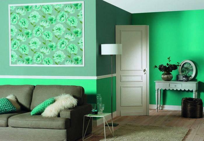 Использование зеленых обоев в гостино