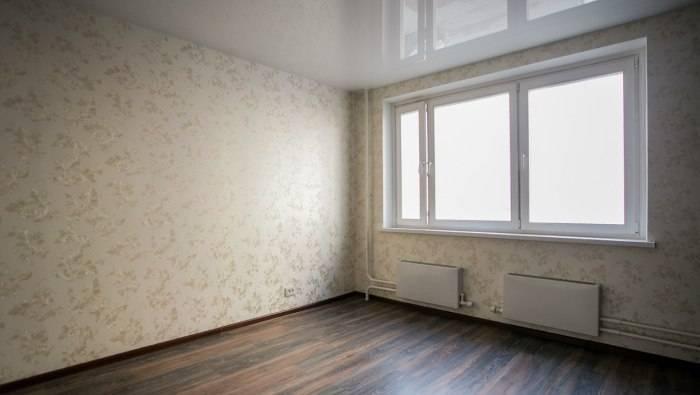 Использование светлых обоев в гостиной