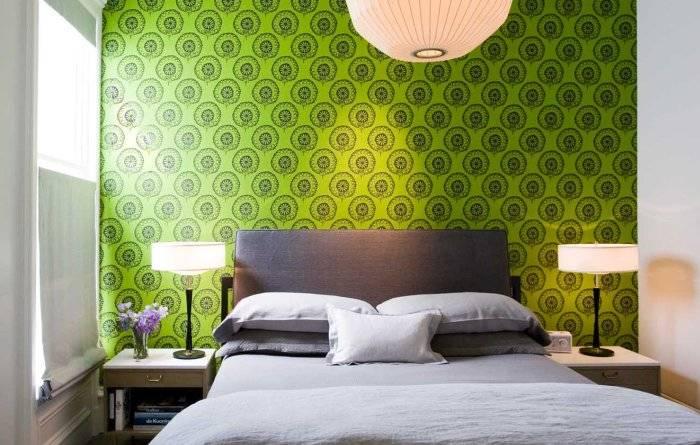 Неожиданная, сочная, зеленая стена в спальне