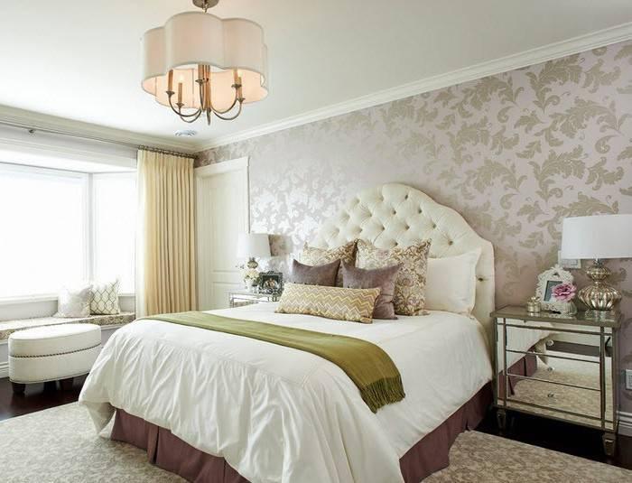 Использование светлых обоев в спальне