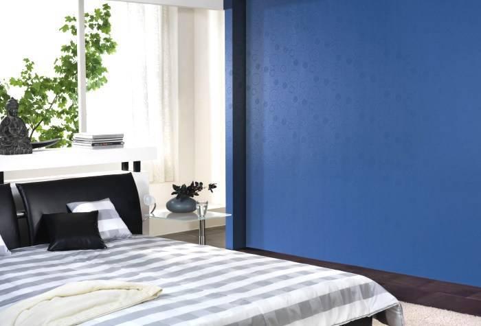 Использование стеклообоев в спальне