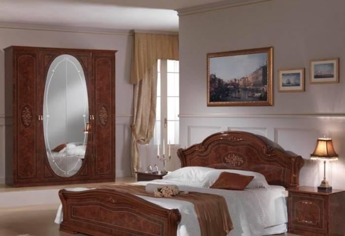 Современная мебель, стилизованная под старину