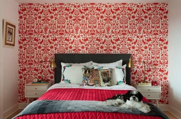 Рисунок животных на обоях в спальне