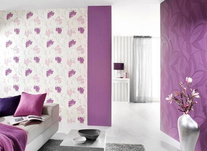 Использование обоев с рисунком в виде цветов в спальне
