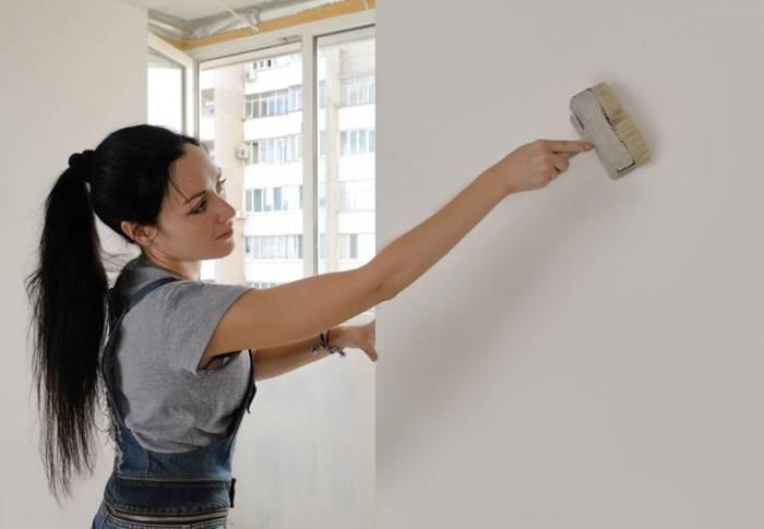 Даже девушки легко прогрунтуют стены