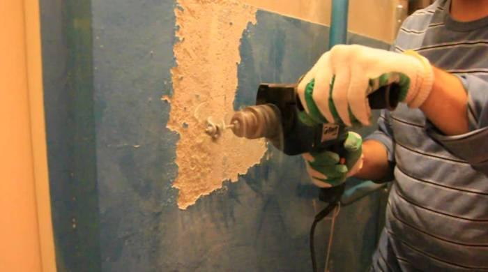 Удаление лакокрасочного материала со стен