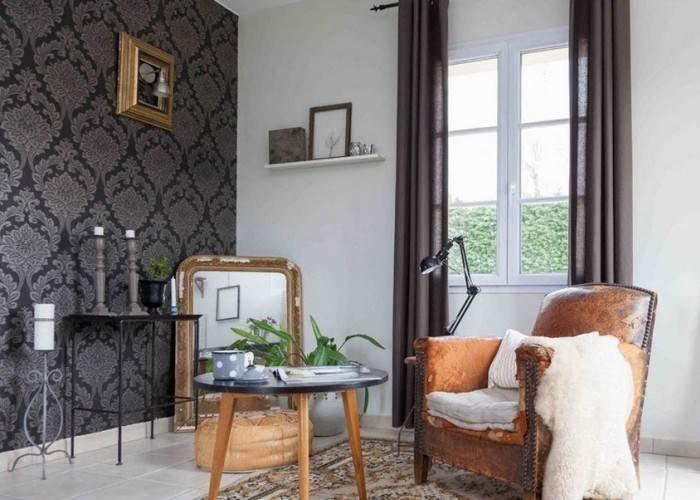 Контрастный интерьер в комнате