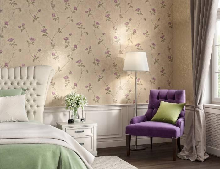Рельефные обои пастельных тонов в спальне