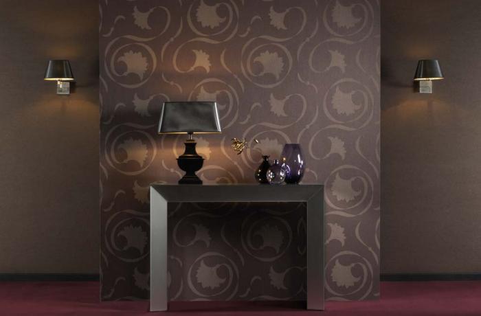 Использование темных обоев в интерьере гостиной