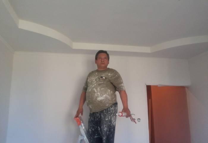 Мастер закончил ремонтные работы