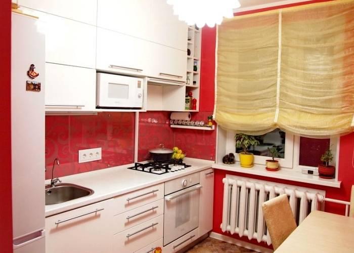 Контрастный интерьер маленькой кухни