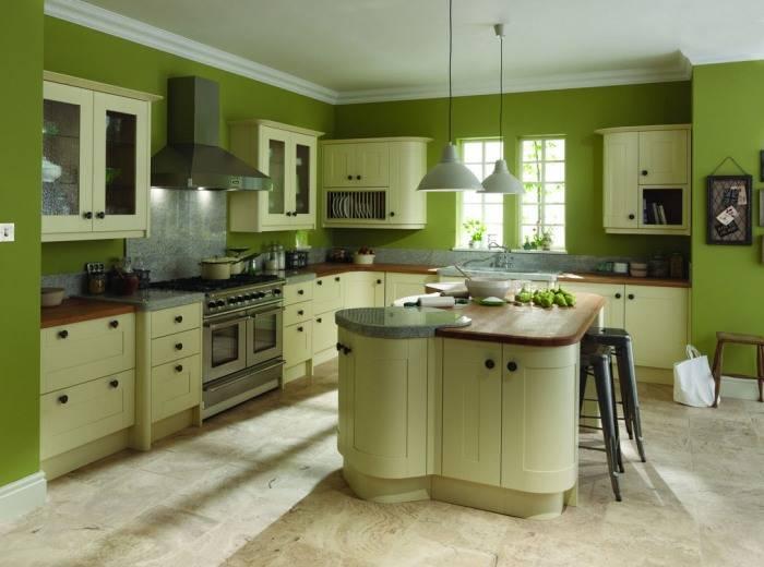 Большая кухня в зеленых тонах