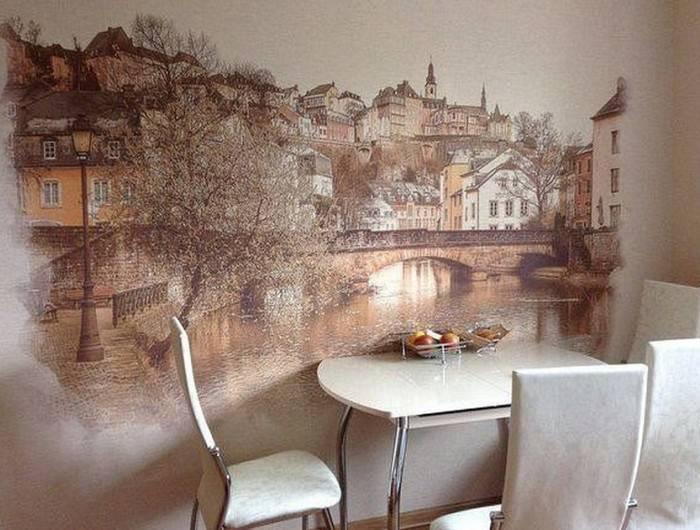 Изображение города на кухонной стене