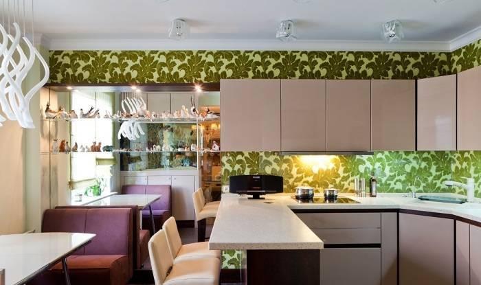 Использование цветочных обоев на кухне