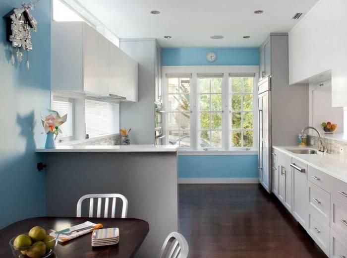 Обои под покраску в интерьере кухни