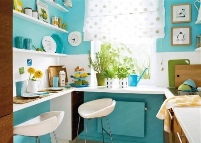Использование на небольшой кухне нежных цветов