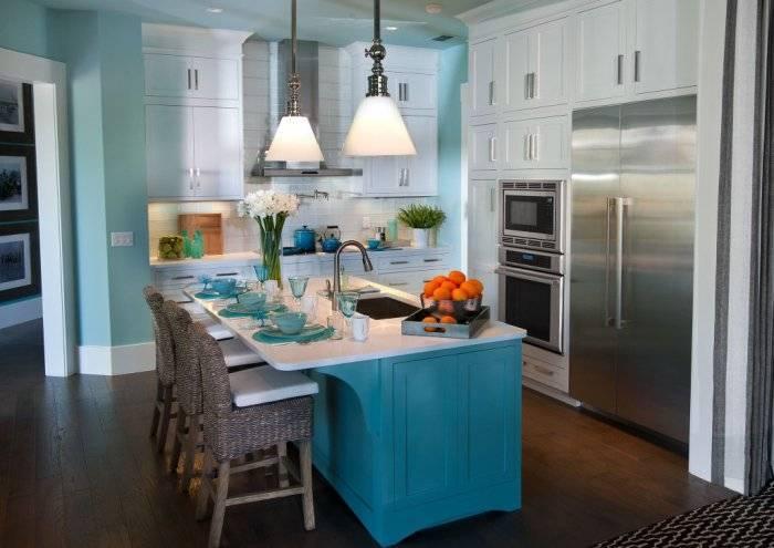 Удобный и практичный интерьер на кухне