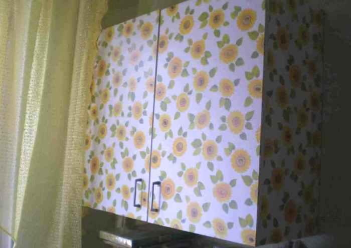 Декорирование шкафчика самоклейкой