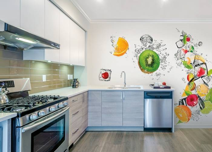 Фруктовый микс на обоях в кухне