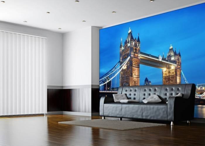 Фотообои с английской тематикой в гостиной
