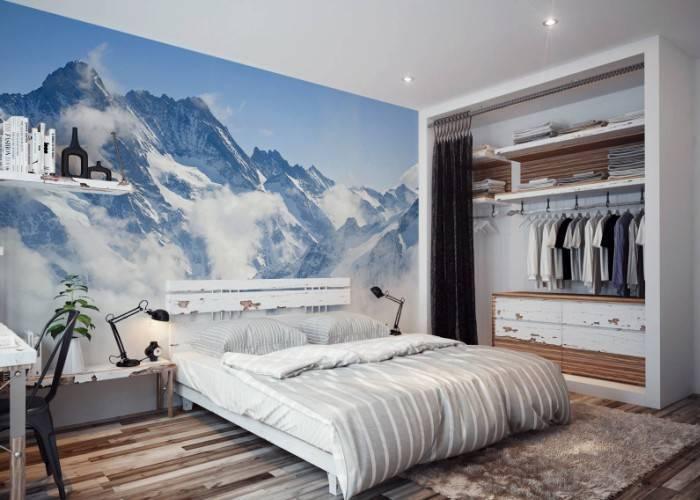Снежные горы на обоях в спальне