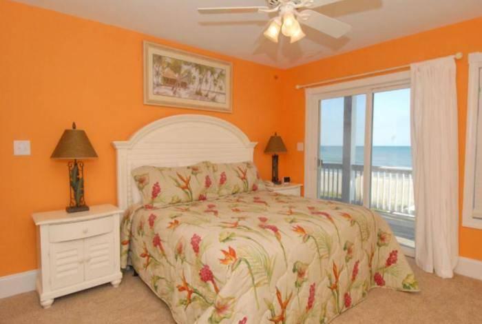 Приятный и легкий интерьер спальни